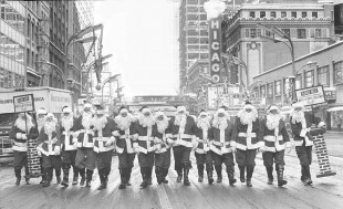 photo-chicago-state-street-at-randolph-volunteer-of-america-santas-taking-their-christmas-season-positions-for-collecting