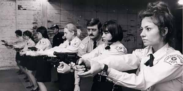 Women Chicago police officers